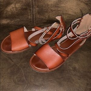 American Eagle brown/red sandals